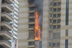 Dubajaus dangoraižyje – didžiulis gaisras