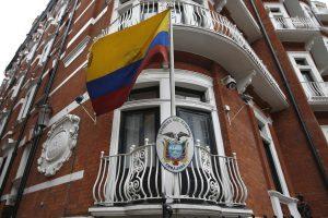 """""""WikiLeaks"""" įkūrėją J. Assange'ą apklaus prokurorai"""