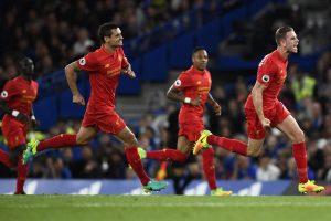"""Anglijos elitinėje futbolo lygoje – ypatingo grožio """"Liverpool"""" pergalė"""