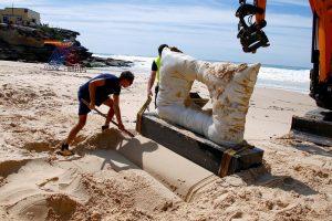 Sidnėjuje bangos nuplovė skulptūrų parodą