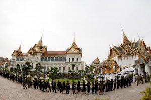 Mirusiam Tailando karaliui pagarbą atiduoda šimtatūkstantinė minia
