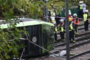 Londone apvirtus tramvajui žuvo žmogus, dar pusšimtis sužeista