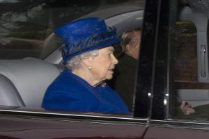 Karalienė Elizabeth II po stipraus peršalimo pasirodė viešumoje