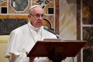 Popiežius pavadino džihadistų atakas mirtį nešančiu pamišimu