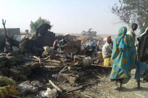 Nigerijos karo lėktuvui per klaidą atakavus stovyklą žuvo 52 žmonės