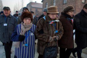 Aušvice apsilankė buvę koncentracijos stovyklos kaliniai