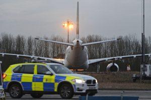 Dėl įsisiautėjusio keleivio teko nutupdyti į Londoną skridusį lėktuvą