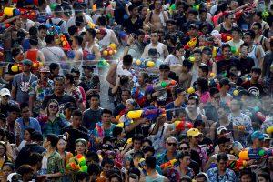 Tailandas vandens mūšiu pasitinka tradicinius Naujuosius