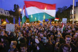 Budapešte tūkstančiai vengrų protestavo prieš Rusijos įtaką
