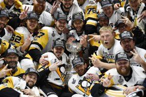 """Penguins"" ledo ritulininkai apgynė NHL Stanley taurę"