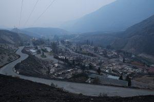 Kanadoje dėl miškų gaisrų namus paliko beveik 40 tūkst. žmonių