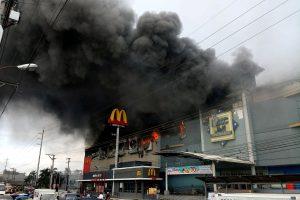 Filipinuose per gaisrą parduotuvių centre žuvo mažiausiai 37 žmonės