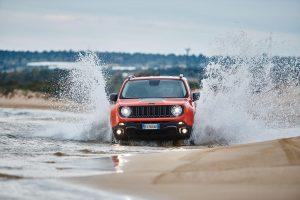 """""""Jeep Renegade"""" antrą kartą iš eilės pelnė Metų visureigio titulą"""