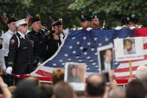 Rugsėjo 11-osios atakų aukos pagerbtos Pasaulio prekybos centro vietoje