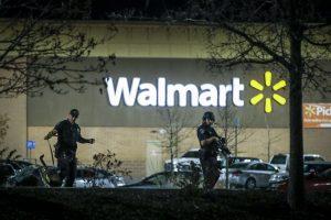 """Kolorade per šaudymą """"Walmart"""" prekybos centre žuvo trys žmonės"""