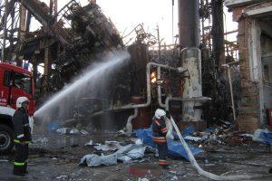 Rusijos naftos perdirbimo įmonėje gaisras pareikalavo 5 gyvybių, dar 3 žmonės dingo