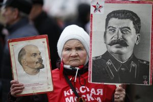 Maskvos centre susigrūmė Lenino ir Stalino antrininkai