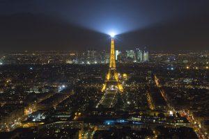 Mįslingi bepiločiai orlaiviai – jau antrą naktį Paryžiaus padangėje