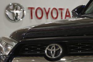 """""""Toyota"""" susigrąžino pirmą vietą pasaulyje pagal automobilių pardavimus"""