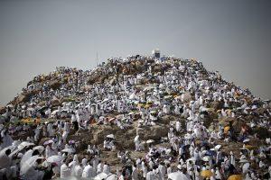 Musulmonų maldininkai plūsta prie Arafato kalno hadžo kulminacijai