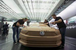 """""""Volkswagen"""": automobilių su duomenis klastojančia įranga atšaukimas – kitąmet"""