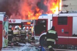 Rusijoje gaisro prekybos centre aukų padaugėjo iki 11