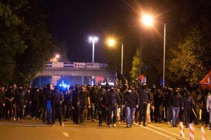 A. Merkel smerkia bjaurius protestus prieš pabėgėlius