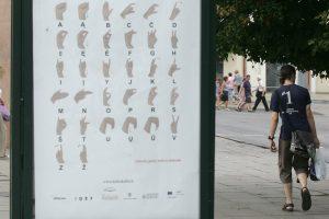 Kur gestų kalba yra itin svarbi?