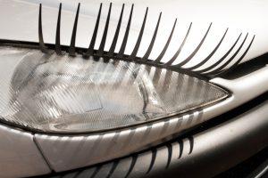 Vairuotojo namų darbai: kaip susireguliuoti automobilio žibintus