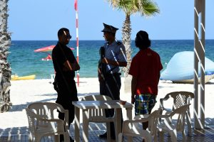 Britanijos ir Danijos piliečiai raginami išvykti iš Tuniso
