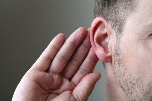 Klausos sutrikimų turintiems žmonėms – modernūs klausos aparatai