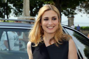 Prancūzijos prezidento draugė pasirodė oficialioje ceremonijoje