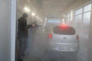 Klaipėdiečiai veržėsi nemokamai nusiplauti automobilius