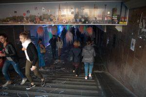 Kauniečiai linksmai laiką leido diskotekoje požeminėje perėjoje