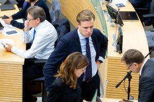 Opozicija nesiregistruoja – griūna valdančiųjų pataisos