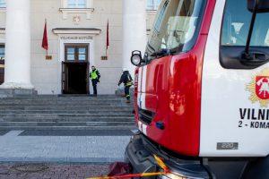 Vilniaus rotušėje kilo gaisras, evakuoti keli šimtai žmonių