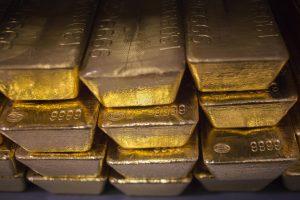 Vagių grobis – seifas su pinigais ir aukso luitais