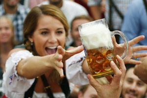 Liberalė siūlo leisti 18-mečiams pirkti silpnuosius alkoholinius gėrimus