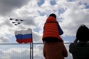 NATO naikintuvai lydėjo du Rusijos karo orlaivius
