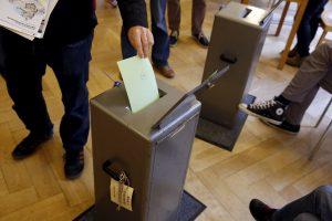 Šveicarai balsuoja dėl naujų galių suteikimo žvalgybos tarnyboms