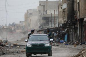 Irako naikintuvų antskrydžiai prie Mosulo užmušė per 100 kovotojų