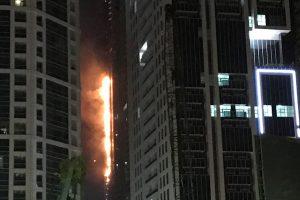 Dubajuje liepsnojo dar vienas dangoraižis, ugnis greitai užgesinta
