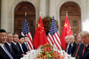 JAV sutiko trims mėnesiams atidėti naujus muitų tarifus Kinijai