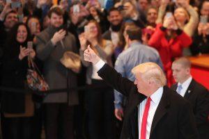 D. Trumpas tvirtina nepainiosiantis darbo prezidento poste ir savo verslo
