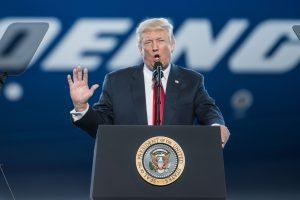 D. Trumpas toliau puola žiniasklaidą: išvadino amerikiečių priešu