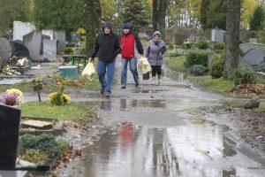 Prastas oras klaipėdiečiams sutrukdė lankyti artimųjų kapus