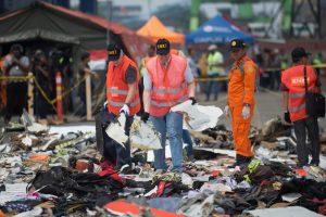 Rasta juodoji dėžė: paaiškės, kodėl sudužo naujutėlaitis Indonezijos lėktuvas