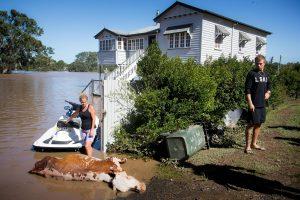 Australijoje vis kylant potvyniams žuvo du žmonės, o dar keturi dingo