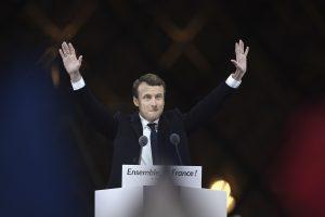 Ambasadoje Vilniuje E. Macronas gavo keturiskart daugiau balsų už M. Le Pen