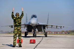NATO orlaiviai palydėjo Rusijos transporto orlaivį ir du naikintuvus
